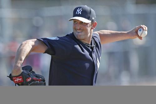 Yankees cut Jon Niese but don't slam the door