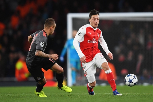 Mesut Özil doesn't think Arsene would sell him