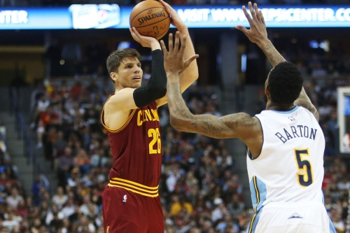 Kyle Korver out vs. Spurs with sore left foot