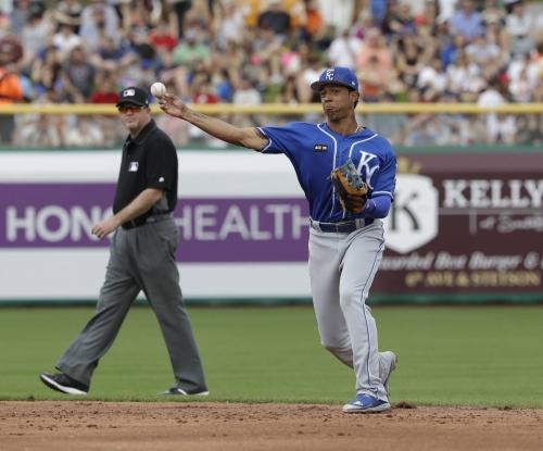 Royals name Raul Mondesi starter at second base