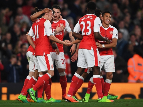 Arsenal vs West Ham player ratings: Theo Walcott and Mesut Ozil shine against sorry Hammers