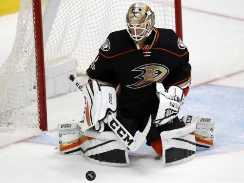 Former Toronto Maple Leafs goalie Jonathan Bernier finds new life, confidence with Anaheim Ducks