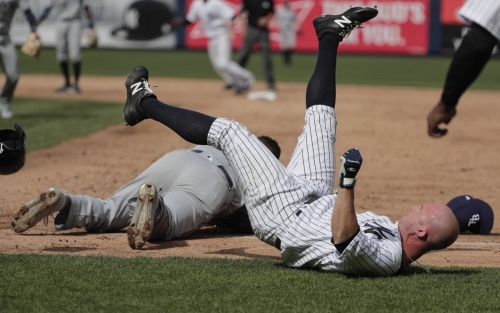 Brett Gardner exits Yankees - Rays after collision at first base