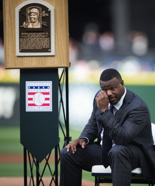 Statue of Mariners legend Ken Griffey Jr. arrives in Seattle, set to be unveiled