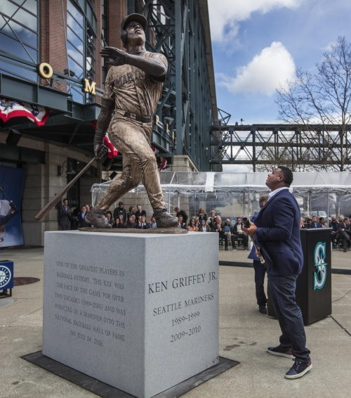 Mariners unveil statue of Ken Griffey Jr. at Safeco Field