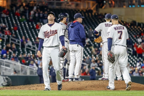 Indians 3, Twins 1: Offense leaves 12 on base
