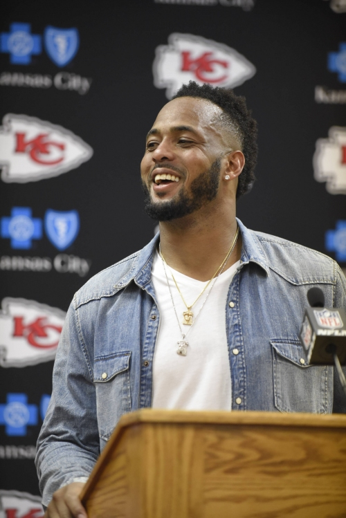 Chiefs, other NFL teams weigh when to draft replacements for veterans