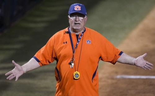 How will Auburn softball cope with latest distraction against South Carolina?