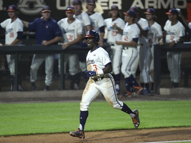 Josh Anthony stays hot as No. 10 Auburn clinches series vs. No. 16 Arkansas