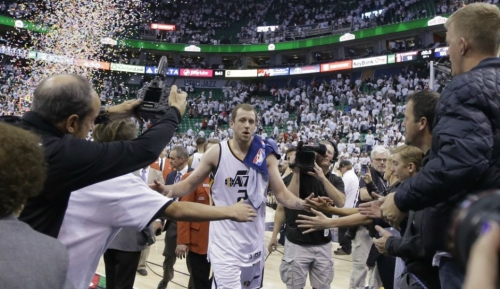 Late Scoring Run Propels Jazz Over Clippers