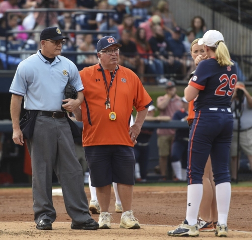 Suspended Auburn softball players not traveling to final non-conference game