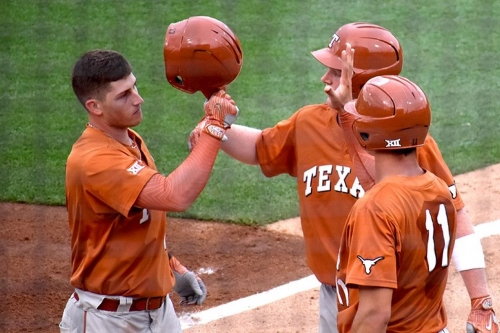 Texas baseball takes both in double-header with Oklahoma State
