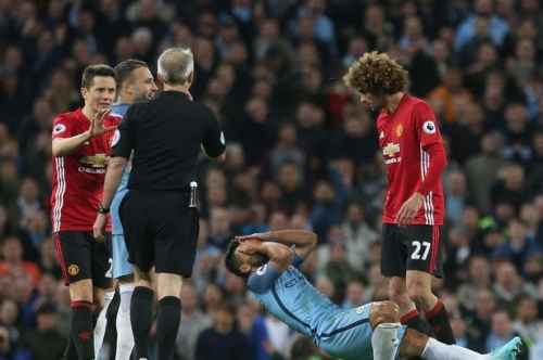Sergio Aguero accused of conning referee to get Manchester United rival Marouane Fellaini sent off