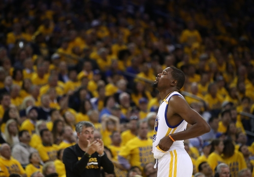 Warriors agree to 2-year lease extension in Oakland The Associated Press