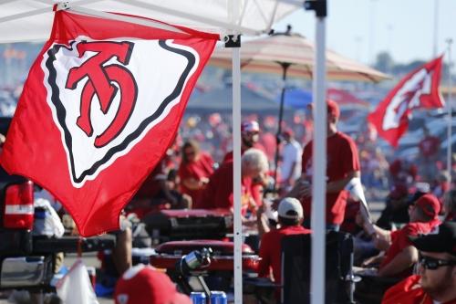Arrowheadlines: Where Alex Smith ranks in the NFL, Chiefs barbecue news