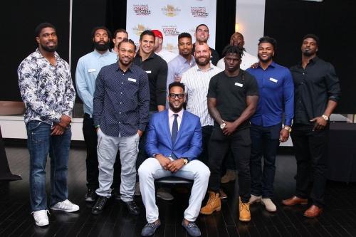 13 Chiefs players show up to Derrick Johnson's celebrity waiter night