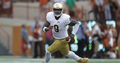 Report: Notre Dame QB Malik Zaire delays transfer decision again, only considering 2 schools
