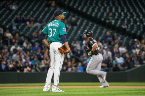 Mariners notch just one hit, lose 2-1 in 10 innings