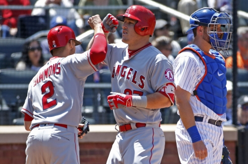 Angels explode early, cruise to victory over Mets