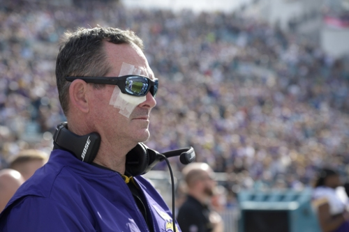 Vikings' Zimmer to take time off after latest eye surgery The Associated Press