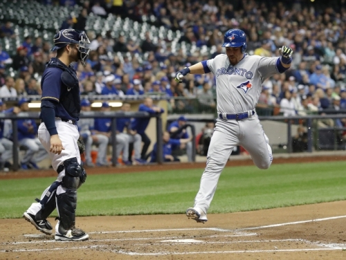 Blue Jays grind out road win over Brewers