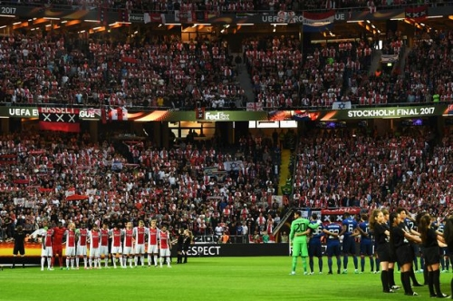 Manchester United players and fans pay tribute to victims of Manchester terror attack