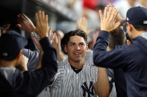 Yankees' Jacoby Ellsbury leaves game after slamming into wall