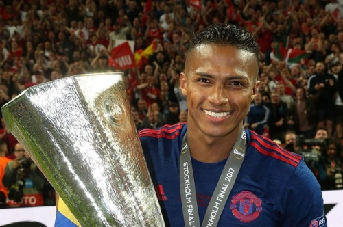 Manchester United player Antonio Valencia signs new contract