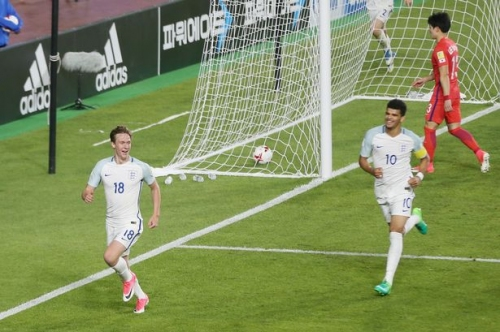 Everton duo combine to send England through to World Cup knockout stages
