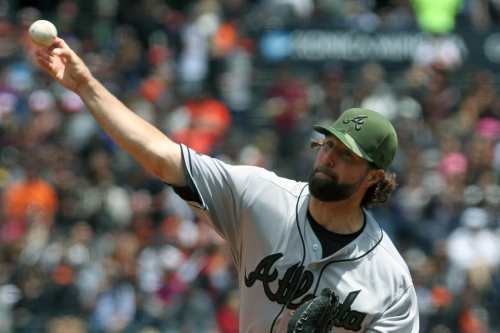 R.A. Dickey pounded by Giants in 7-1 loss