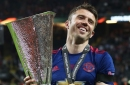 Michael Carrick extends Manchester United contract