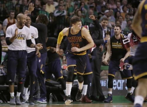 NBA Finals rookies Kyle Korver, Deron Williams become theme in Cavaliers' championship push