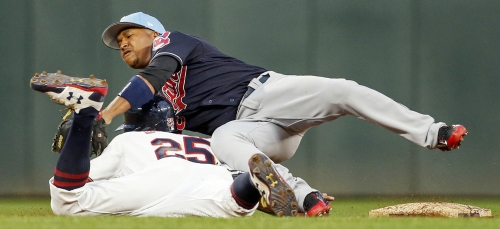 Lonnie Chisenhall homers twice as the Cleveland Indians complete doubleheader sweep of Twins, 6-2