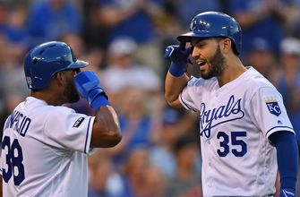Royals stay hot, rally to beat Red Sox 4-2
