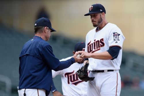 Twins option Nik Turley, place Ehire Adrianza on DL