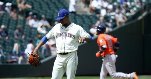 Photos: Mariners lose to the Astros, 8-2