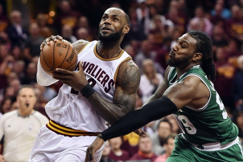 """Report: LeBron James """"frustrated and concerned"""" with Cavaliers management"""