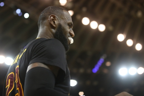 NBA rumors: Dots connecting Cavaliers' LeBron James to Sixers in 2018