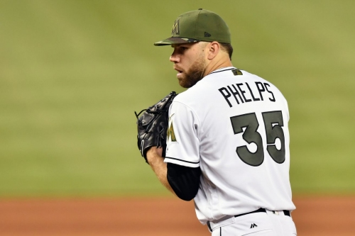 Marlins close to trading David Phelps to Mariners
