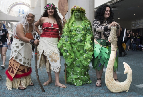 Comic-Con opens with fanciful cosplay, long lines, and endless places to look and go 'Whoa'