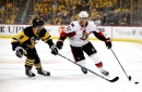 Blackhawks free agent signing Tommy Wingels fractures foot in offseason training