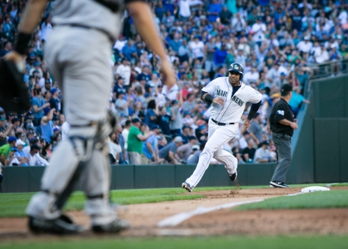 Yankees rally twice before falling to Mariners in 10 on walk-off hit | Rapid reaction