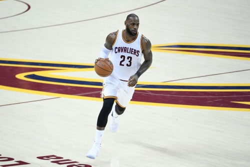 LeBron James will not waive his no trade clause next season, per report
