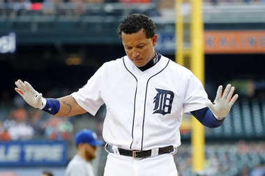 Royals rout Tigers with 16 runs, 22 hits; game ends with ejection, cleared benches