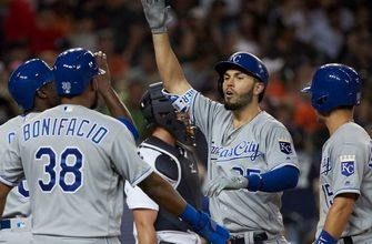 Hosmer's big day lifts Royals to eighth straight win