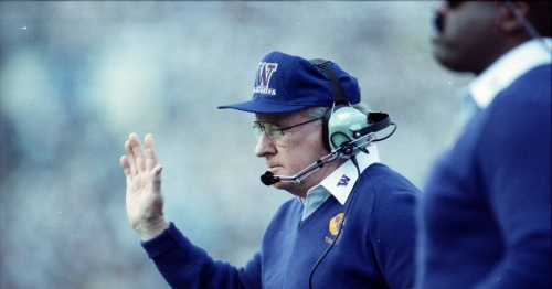 Huskies plan to unveil Don James statue during homecoming weekend