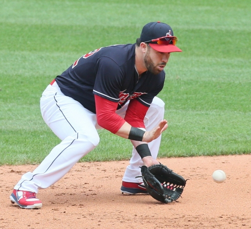 Cleveland Indians' Jason Kipnis leaves game with tight right hamstring