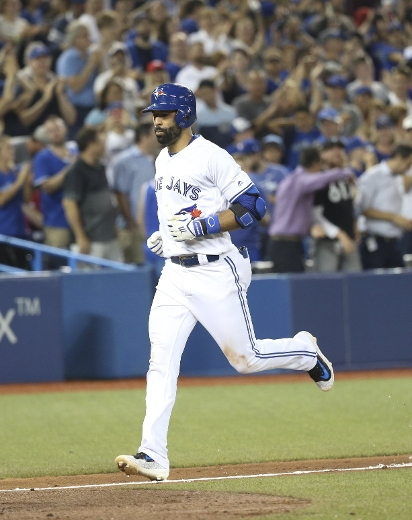 Jose Bautista keeps home run streak alive