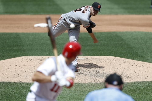 Chris Stratton dominates, Giants win first game of doubleheader