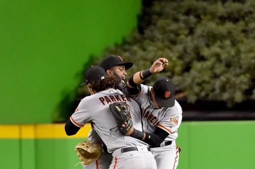 Giants explode for nine runs, down Marlins